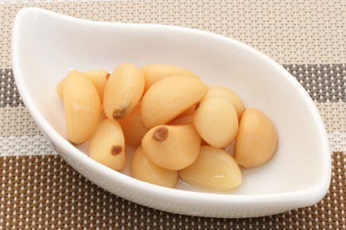 Sweet and sour pickled garlic cloves