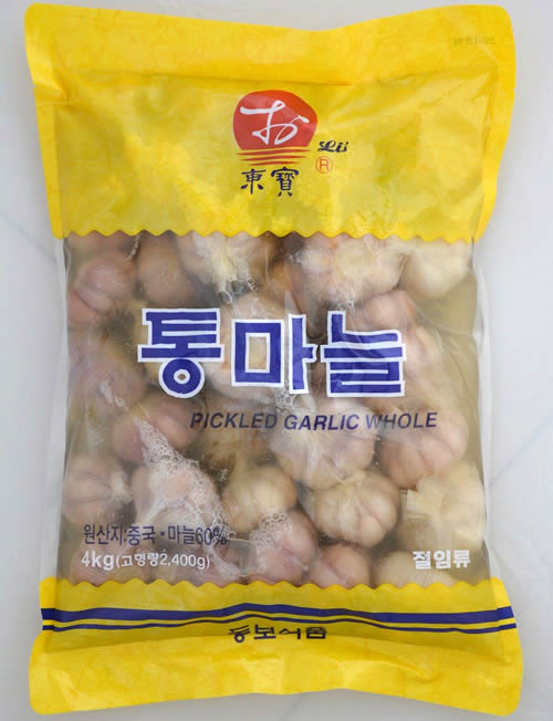 Sweet and sour pickled whole garlic,packaged in a bag